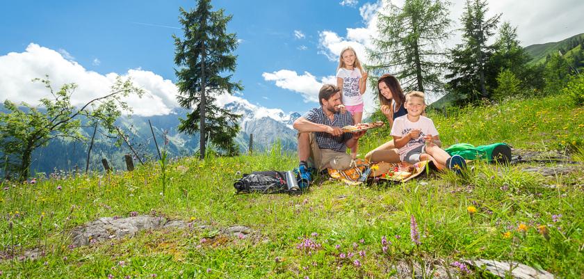 Maiskogel_family_picnic.jpg